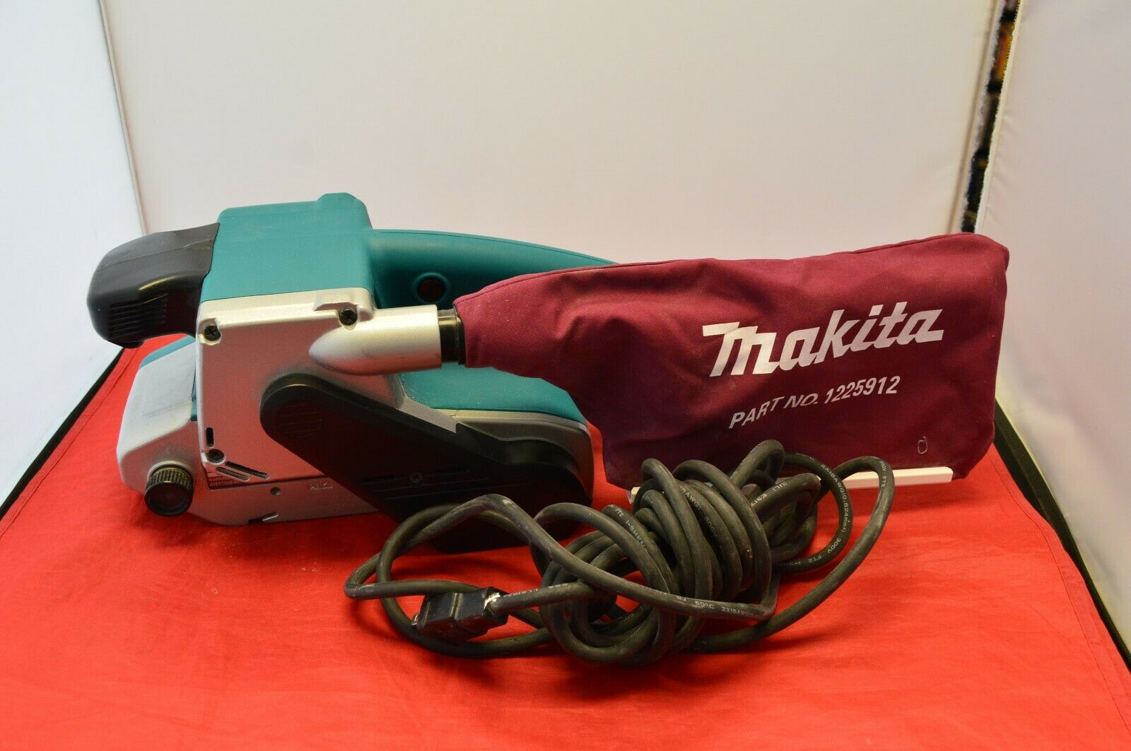 Makita 9903 3 x 21 Belt Sanders